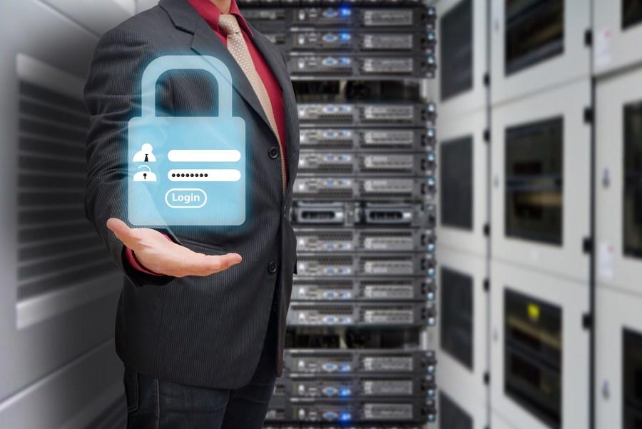 Компания HPE представляет сервер DL325 Gen10, он стал частью линейки наиболее надежных серверов, которые обладают архитектурой в стандартном варианте.