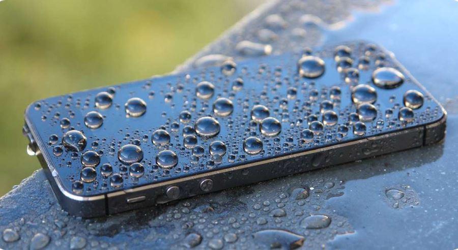 Вода на смартфоне
